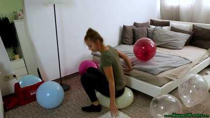 sitpopping 14inch balloons in black leggings