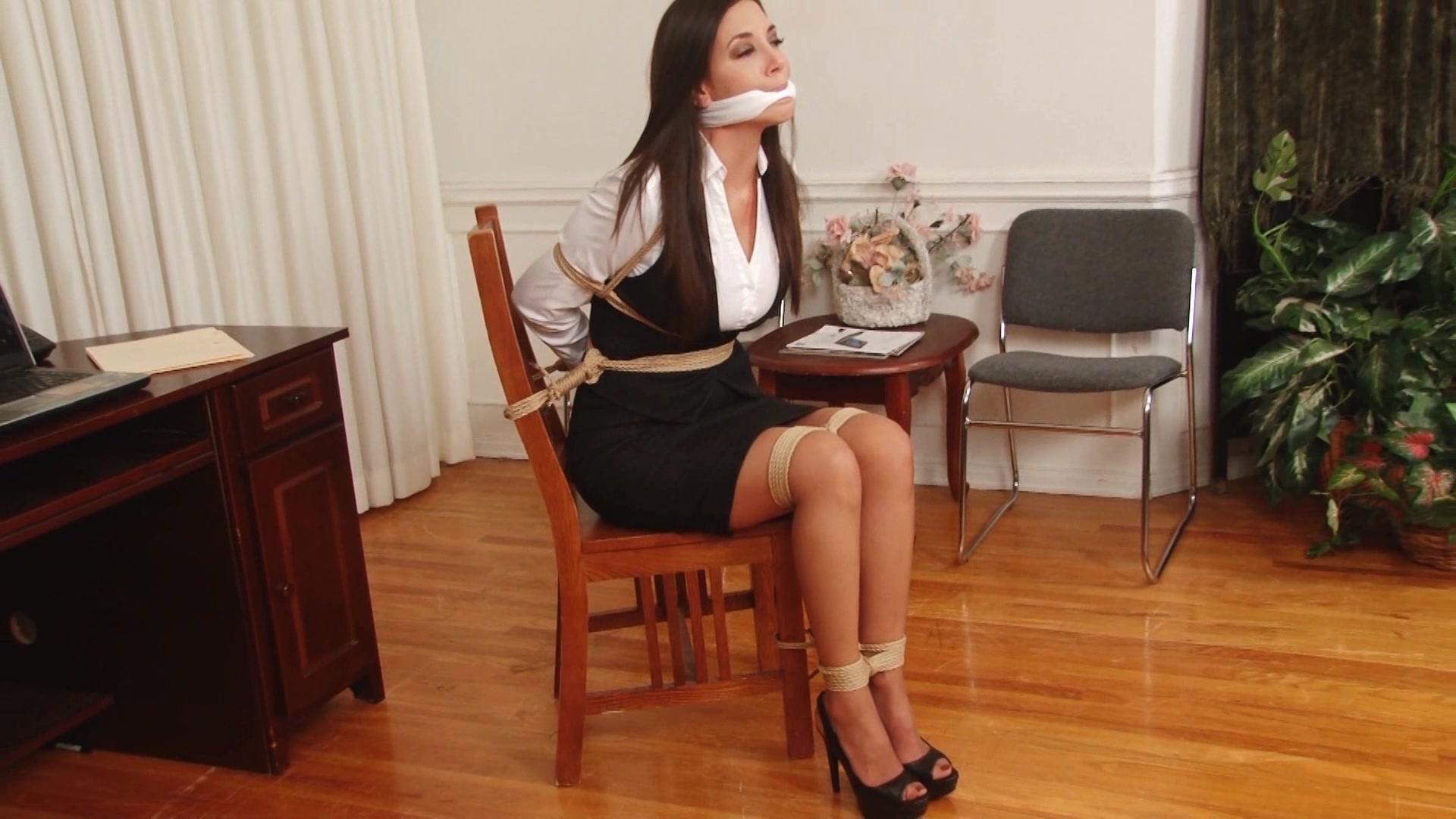 Секретарша сосет босу, Секретарша сосет хуй - бесплатная порнушка 8 фотография