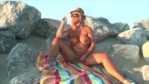 Rauichen nackt am Strand 8