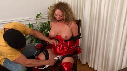 Lady Red's Humiliation