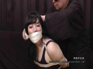 Moko Komomo - The First Time Bondage in Swimsuit - Chapter 2