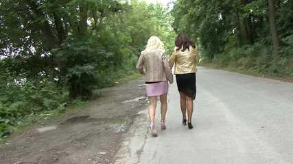 032049 Sam & Carmen Pee Into A Roadside Puddle
