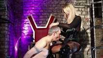 Der Aschenbecher und Blowjob Sklave  7