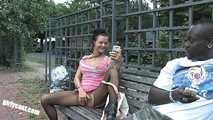 Anna Blasen & Ficken mit einem Blacky mitten in Berlin 1