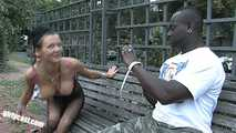 Anna Blasen & Ficken mit einem Blacky mitten in Berlin 4