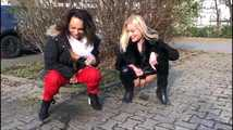 2 girls piss on the road 5