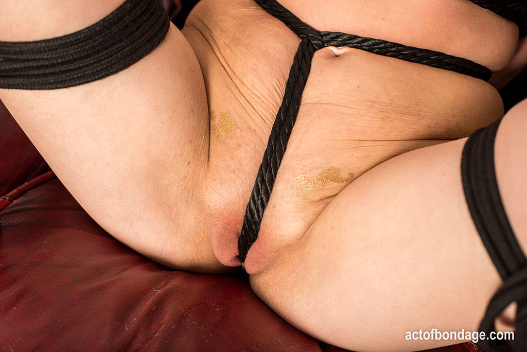 Tied Pussy – Act Of Bondage