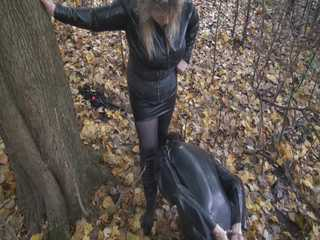 Mistress Aschi outdoor session in latex