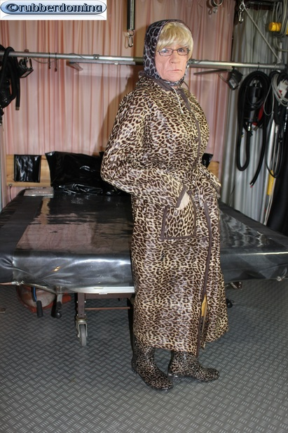 Big leopard raincoat